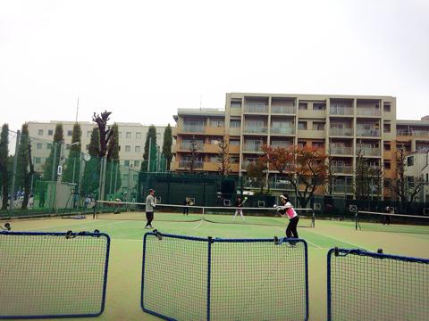 小雨混じりで4時間テニス