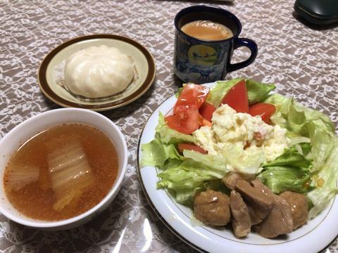 肉まんとスープとポテサラと私