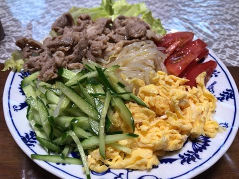 今朝は冷やし中華で麺トレと筋トレ