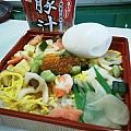 ちらし寿司、ゆでたまご、豚汁